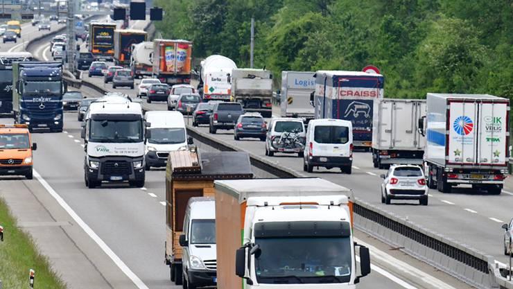 Von vier auf sechs Spuren soll die A1 ausgebaut werden. (Themenbild)