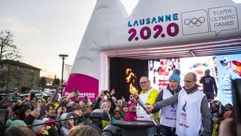 Das Olympische Feuer hat Lausanne erreicht. (Bild: Jean-Christophe Bott/Keystone, Lausanne, 4. Januar 2020).