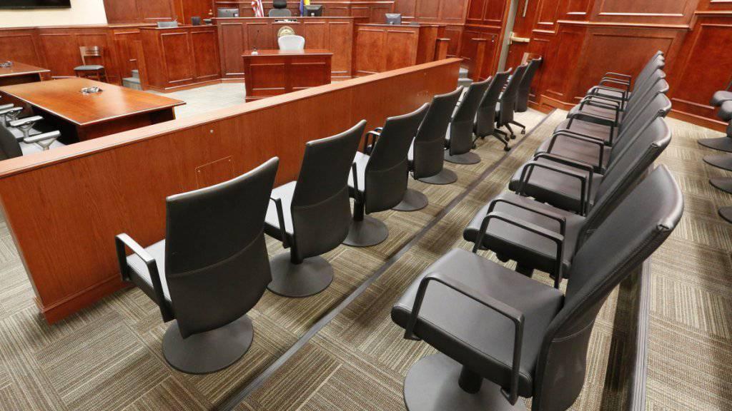 Die Plätze der Jury in einem Prozess in Colorado: Das höchste US-Gericht hat das Zustandekommen von Todesurteilen im US-Bundesstaat Florida für verfassungswidrig erklärt, weil die Jury nicht das letzte Wort hat. (Symbolbild)