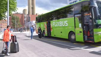 Flixbus macht Halt an der Basler Meret Oppenheim-Strasse – jetzt überlegt sich das Unternehmen, eine Bahnverbindung nach Basel anzubieten.