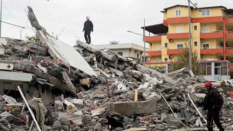 Ein vom Erdbeben zerstörtes Gebäude in der albanischen Hafenstadt Durrës.