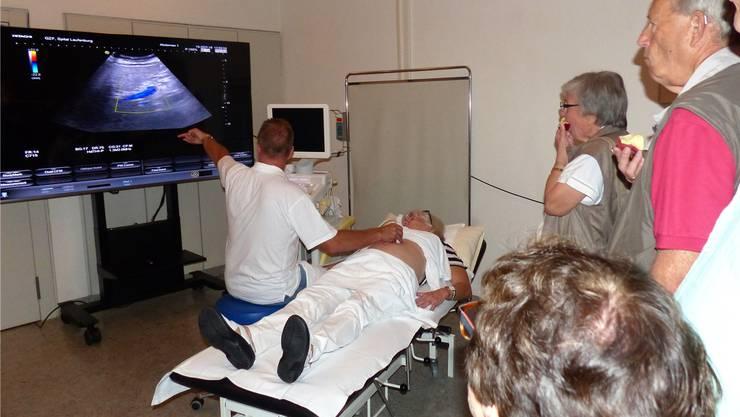 Die Besucher können zuschauen, was eine Ultraschall-Untersuchung alles aufzeigt.