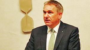 Regierungsrat Alex Hürzeler beim Vortrag.