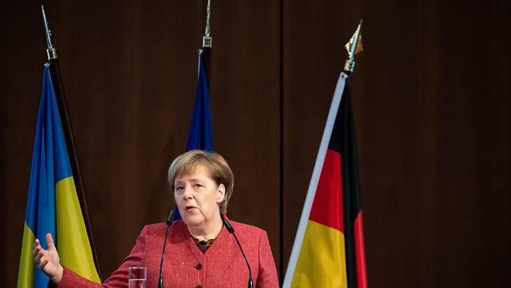Die deutsche Kanzlerin Angela Merkel fordert beim Deutsch-Ukrainischen Wirtschftsforum in Berlin eine friedliche Lösung des Konflikts zwischen Russland und der Ukraine.
