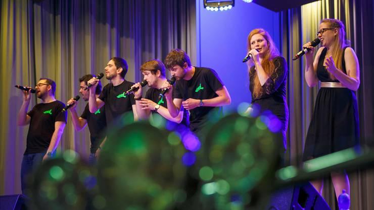 Die A-Cappella-Formation «EVL»begeisterte am Freitagabend das zahlreich erschienene Publikum in der Büelenhalle.