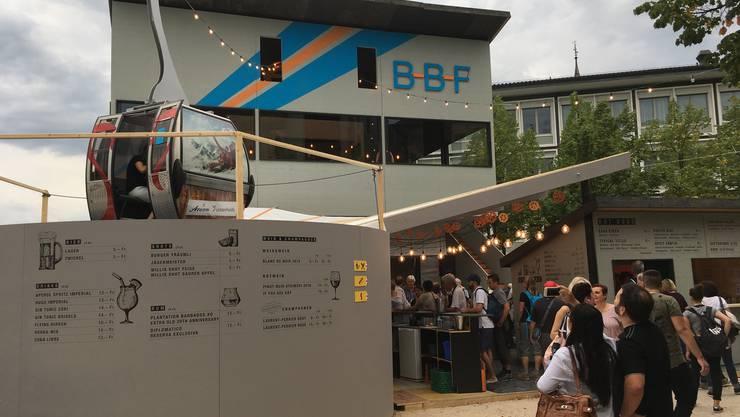 Die Bergbahn Freienwil bot an der Badenfahrt eine Bar (l.), ein Restaurant (Mitte) und einen Take Away. In der Gondel auf dem Dach der Bar wurde ein Gondel-Light-Dinner serviert.