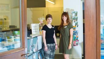 Zwei Gesichter des Tourist Office: Sophie von Siebenthal (Stadtführungen, Buchhaltung und Information, l.) und Miranda Karau (Saalreservationen und Information).