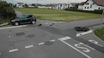 Unfall in Oberbuchsiten: Der Roller ist völlig zerstört.