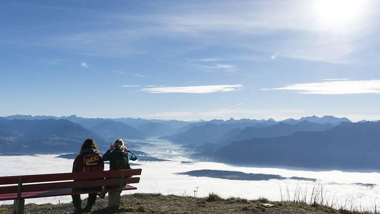 Das Flachland unter der grauen Suppe friert, die Menschen in den Bergen frohlocken: So zeigte sich das Wetter am Montag. (Archiv)