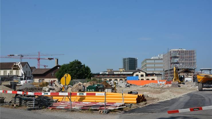 Gebäude der ehemaligen Oma Maschinenfabrik und der Firma Oehler wurden abgerissen, damit die Industriestrasse pünktlich gebaut werden kann.