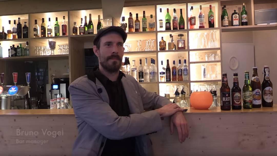 Jetzt kommt die Parodie aus dem Aargau zum Kult-Video der Luzerner Hoteldirektorin: «Dä Katarakt Bar in Brugg was openid on dä fors september in tutausend änd fiftin»