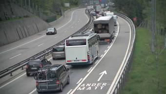 Stau vor dem Gotthard-Nordportal am Mittwochnachmittag.
