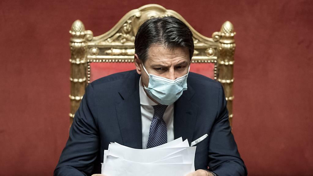 Italiens Ministerpräsident Giuseppe Conte hat ein neues Paket von Massnahmen im Kampf gegen das Coronavirus unterzeichnet.