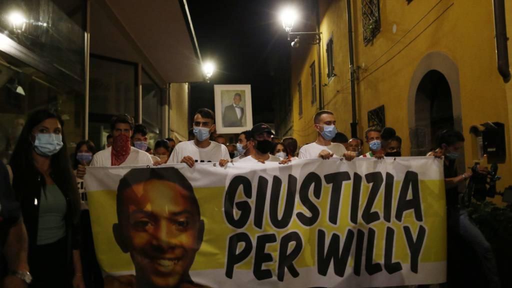 Demonstranten in Paliano fordern «Giustizia Per Willy» («Gerechtigkeit für Willy»). Foto: Cecilia Fabiano/Lapresse/LaPresse/AP/dpa