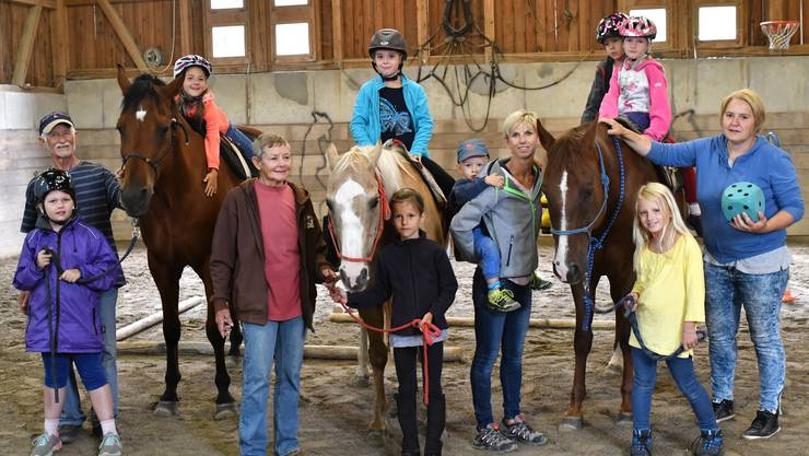 Das Leiterteam um (v. l.) Klaus Lämmli, seine Ehefrau Sonja, Steffi Klask, Fabiola Monn mit ihren Reiter-Schützlingen.