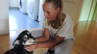 Hündin Valy und ihre ihrer Besitzerin Isabelle Paolozzi machen jeweils Krankenbesuche im Hospiz Brugg