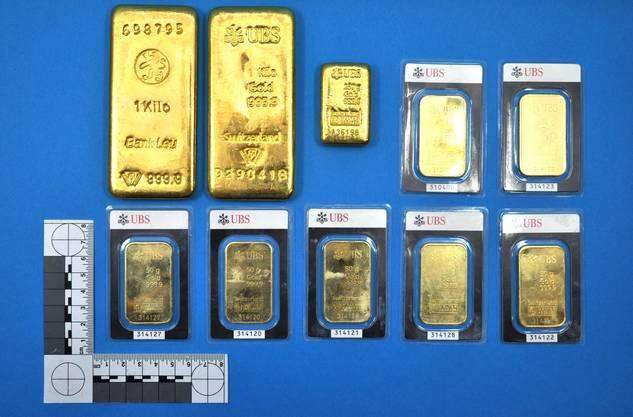 Dieses Bild von den Goldbarren veröffentlichte die Kantonspolizei, als der Fund im Juli 2013 publik wurde.