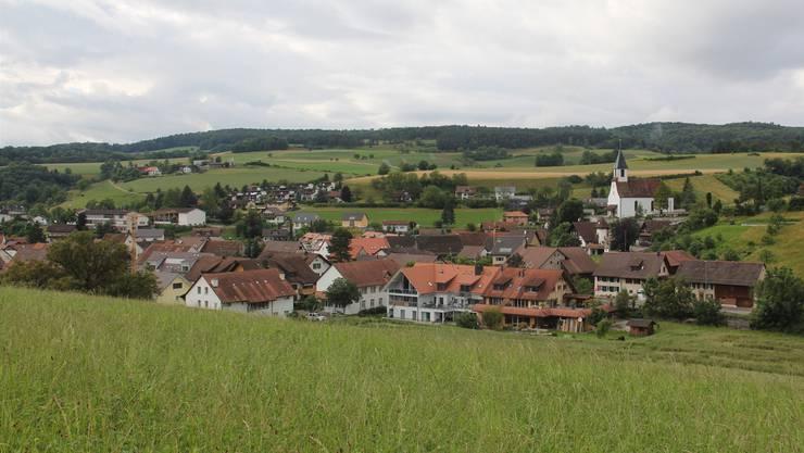 Blick auf die Gemeinde Bözen: 59 anwesende Stimmberechtigte waren an der Gemeindeversammlung vom Mittwochabdend.