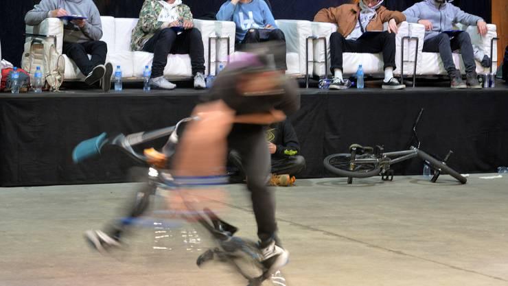 Da konnte es einem schwindlig werden: Die Freestyler auf ihren BMX-Bikes wirbelten gewaltig.