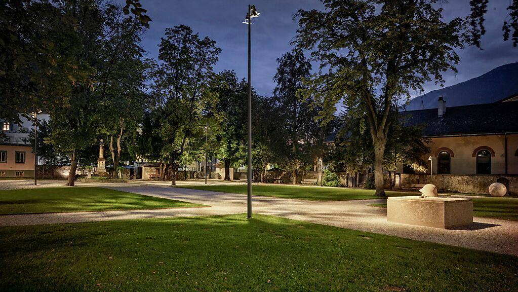 Das neue Lichtkonzept soll den Churer Stadtgarten wieder für die Öffentlichkeit interessant machen.