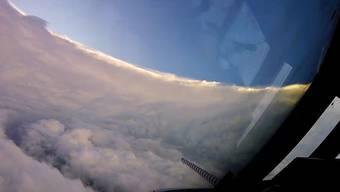 Die Hurrikan-Jäger auf ihrem Flug in den Sturm: Erst rüttelt es – im Innern ist es dann seltsam friedlich.