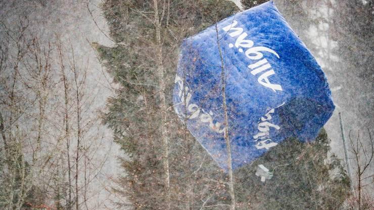 Ein Sponsorenwürfel hätte die Schweizerin Laurien van der Graaff beinahe erwischt – danach landete er in den Baumwipfeln des nahen Waldes.