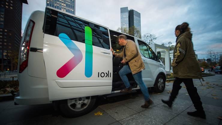 Die Deutsche Bahn hat mit dem Geschäftszweig Ioki bereits ein Mobilitätsangebot lanciert, wie es Postauto in der Schweiz nun auch vorhat.