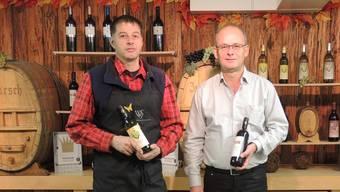 Heinz Simmen (l.) und Hans Peter Kuhn bereiten sich auf das Kellerfest vor.BLA
