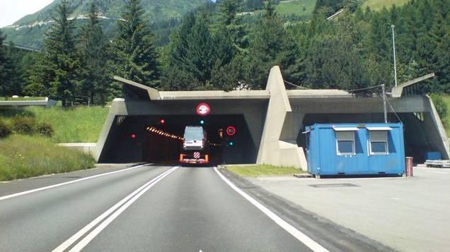 Verkehrs-Unfall im Gotthard Tunnel