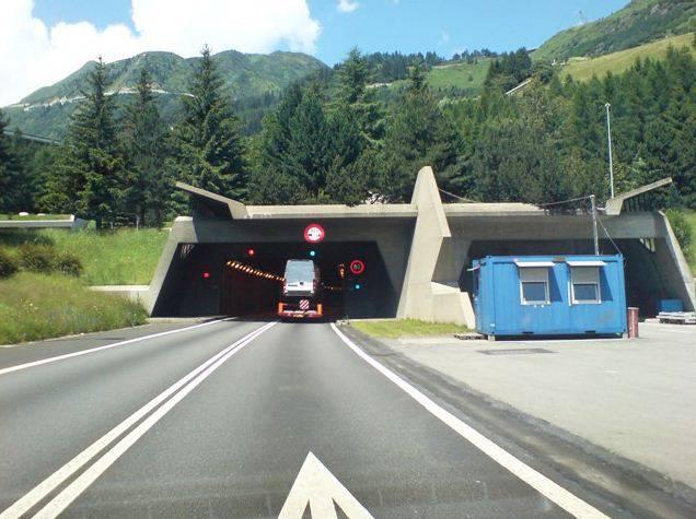 Das Südportal des Gotthard-Strassentunnels.