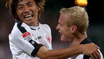 Inui und Rode bejubeln die Tabellen-Führung des Aufsteigers Frankfurt