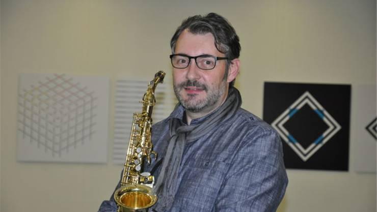 Designierter Nachfolger von Christa Vogt an der Spitze der Grenchner Musikschule ist Andreas Moser aus Selzach . Der 47-jährige Musiklehrer ist in Grenchen aufgewachsen und unterrichtet an der Musikschule Lengnau-Büren und an der Musikschule Grenchen die Saxofonklasse und ist als Musikschullehrer in Studen tätig. Er dirigiert zudem die Musikgesellschaft Härkingen und die Jugendmusik Härkingen/Neuendorf. 2016 schloss er die Ausbildung Musikmanagement (Musikschulleiter VMS) an der Hochschule der Künste in Bern ab. Andreas Moser ist verheiratet und Vater von drei Kindern. Moser wird seine Tätigkeit als Leiter der Musikschule Grenchen voraussichtlich am 1. November aufnehmen.