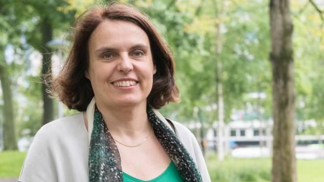 Politisieren ist ihr allemal lieber als posieren. Elisabeth Ackermann im Basler De-Wette-Park. Foto: Kenneth Nars