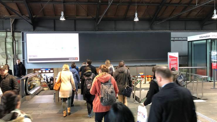 Anzeigetafel Bahnhof SBB in Basel