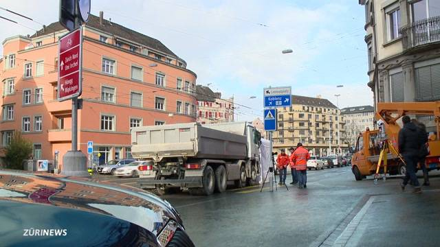Lastwagen erfasst 82-Jährige lebensgefährlich