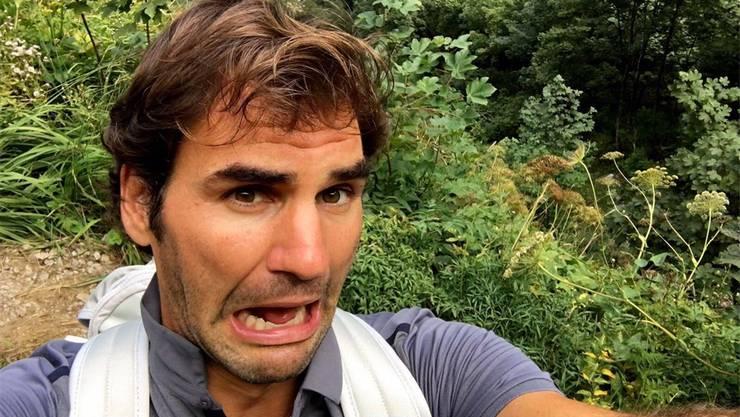Schnappschüsse von Wanderungen im Alpstein: Roger Federer auf dem Weg zum Berggasthaus Aescher (unten) und am Ufer des Seealpsees.