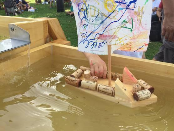 Premiere am Römerfest. In der Wasserlandschaft dürfen die Jungkapitäne ihre selbst gebauten Galeeren vom Stapel lassen.