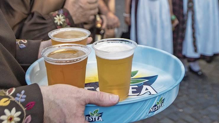 Drei Bier für einen Mann: Das sind laut neusten Erkenntnissen aus den USA zwei zu viel.