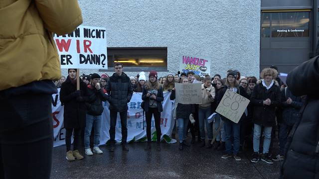 Über 300 Schüler streiken in Aarau für mehr Klimaschutz