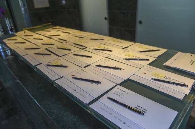 Die Zimmerschlüssel liegen für die Spieler bereit.