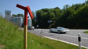 Die geplante Südwestumfahrung wird ausgesteckt: Hier wird ein Kreisel ins Nordportal des 912 Meter langen Tunnels führen.