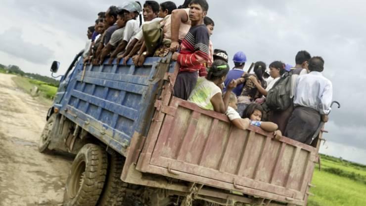 Der Konflikt zwischen Sicherheitskräften und Angehörigen der Rohingya-Minderheit treibt immer mehr Menschen in die Flucht.