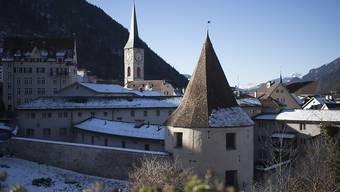 Das Sennhof-Gefängnis mit dem historischen Turm in Vordergrund wird neu genutzt. Ein Restaurant, Wohnungen, Räume für das Gewerbe und die Kultur sollen entstehen. (Archivbild)