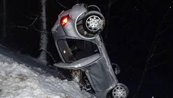 Trotz Wrack: Der Unfall am Sonntag in Sulz ging glimpflich aus. Archiv/Kapo