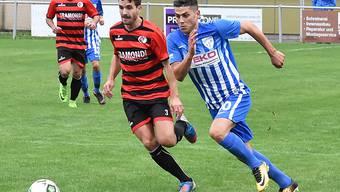 Bei Wangens 3:0-Sieg in der Vorrunde 2018/19 trugen sie noch das Trikot des Gegners: Avni Halimi (r.), der diese Saison in 3 Spielen 5 Tore erzielte für Wangen, und Wayne Corti, der beim FC Olten in seiner zweiten Saison verletzungsbedingt noch nicht zum Zuge kam.