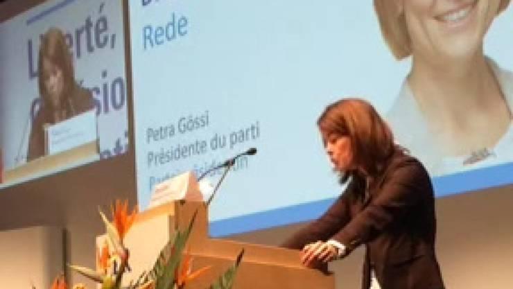 Hält dem SP-Präsidenten eine Standpauke: FDP-Chefin Petra Gössi an der Delegiertenversammlung in Biel.
