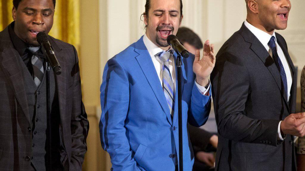 Lin-Manuel Miranda (Mitte) ist schon fast ein Routinier: Schon zum zweiten Mal durfte der Broadway-Star («Hamilton») im Weissen Haus auftreten.