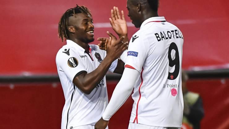 Mario Balotelli (rechts) schoss Nice in Rennes mit dem Treffer des Tages zum Sieg