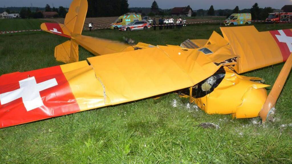 Beim Absturz eines historischen Doppeldeckers in Subingen SO kam eine Person ums Leben. Eine zweite Person erlitt schwere Verletzungen.