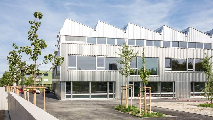 Für 150'000 Franken möchte die Stadt Schlieren das Schulhaus Reitmen und die Liegenschaft Sennhof mit einem Glasfasernetz verbinden.